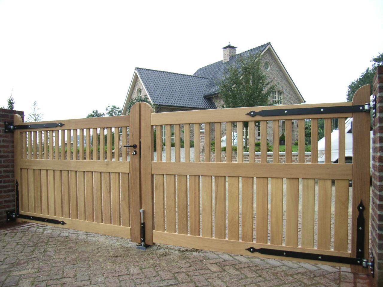 Houten open hek. Maatwerk, zeer duurzaam.