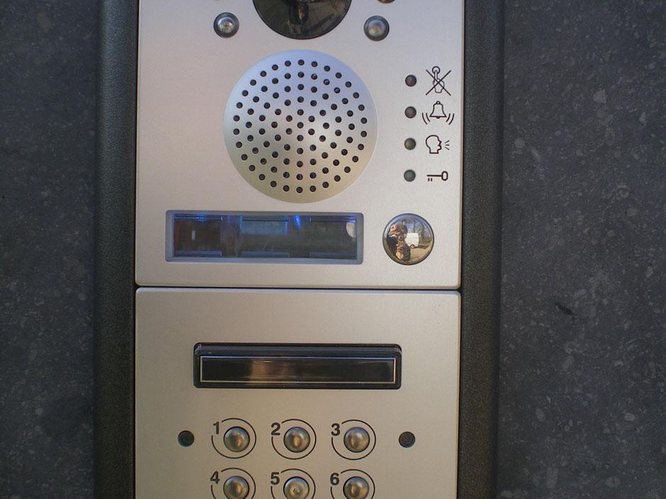 Farm Poorten kan ook een intercom of videofoon op uw poort of hek installeren.