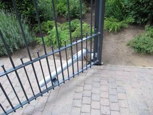 Elektrische ijzeren poort, voorzien van lineaire poortopener. IJzeren poort - Toegangspoort met lineaire poortopener - Farm Poorten