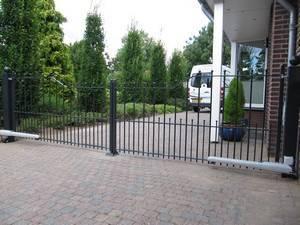 IJzeren poort - Toegangspoort met lineaire poortopener - Farm Poorten