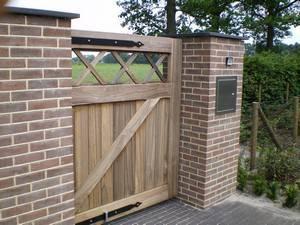 Dichte houten looppoort / hardhouten poort - Farm Poorten