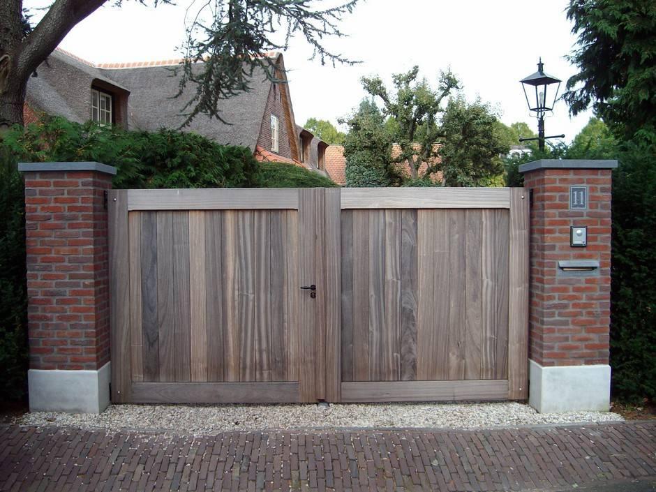 Dicht hek hout - Hardhouten inrijhek - strak design - Farm Poorten