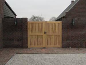 Dicht houten hek - hardhouten hekken - Farm Poorten