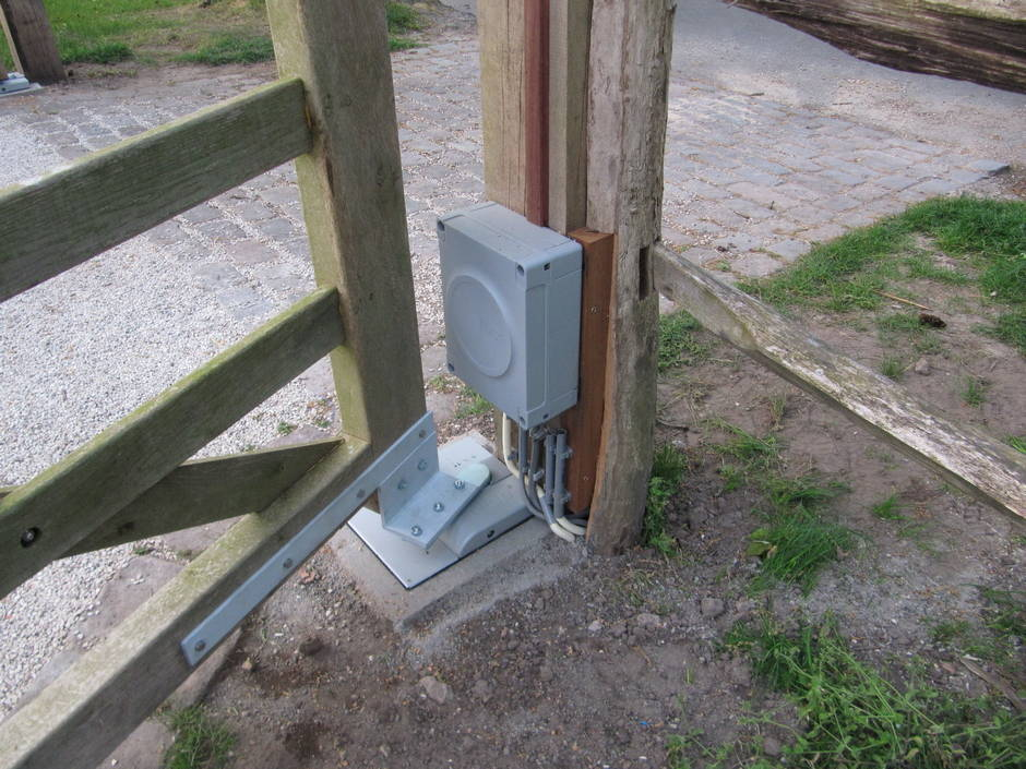 arm Poorten kan op elke poort en elk hek een hekopener of poortopener aanbrengen. Diverse opties.