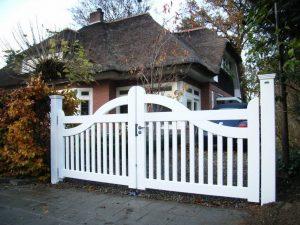 Wit inrij hek van duurzaam hout en voorzien van topkwaliteit laklaag.