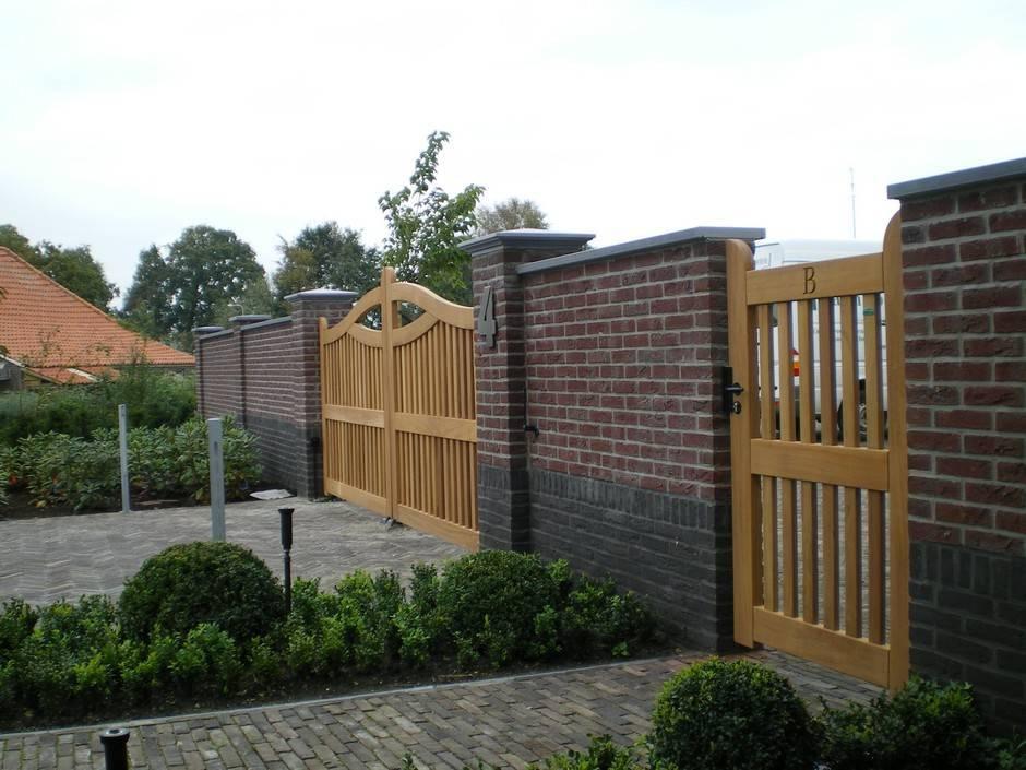 Houten hek - Open houten inrijhek met ondergrondse hekopener en looppoort - Farm Poorten