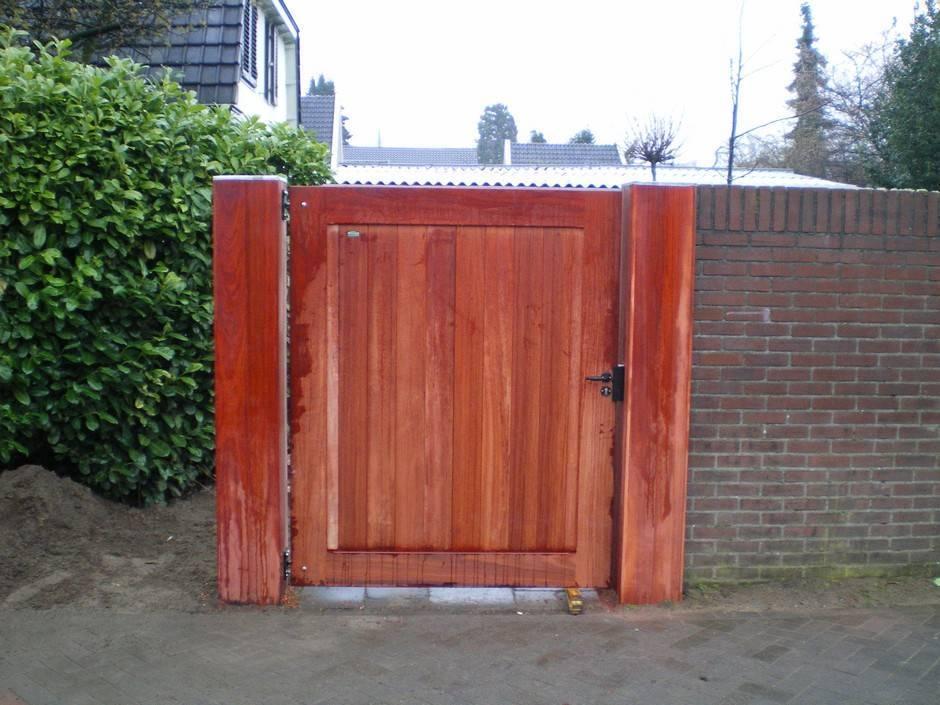 Looppoort dicht. Gemaakt van zeer duurzaam hout. Houten poort - Dichte looppoort / toegangspoort - Farm Poorten