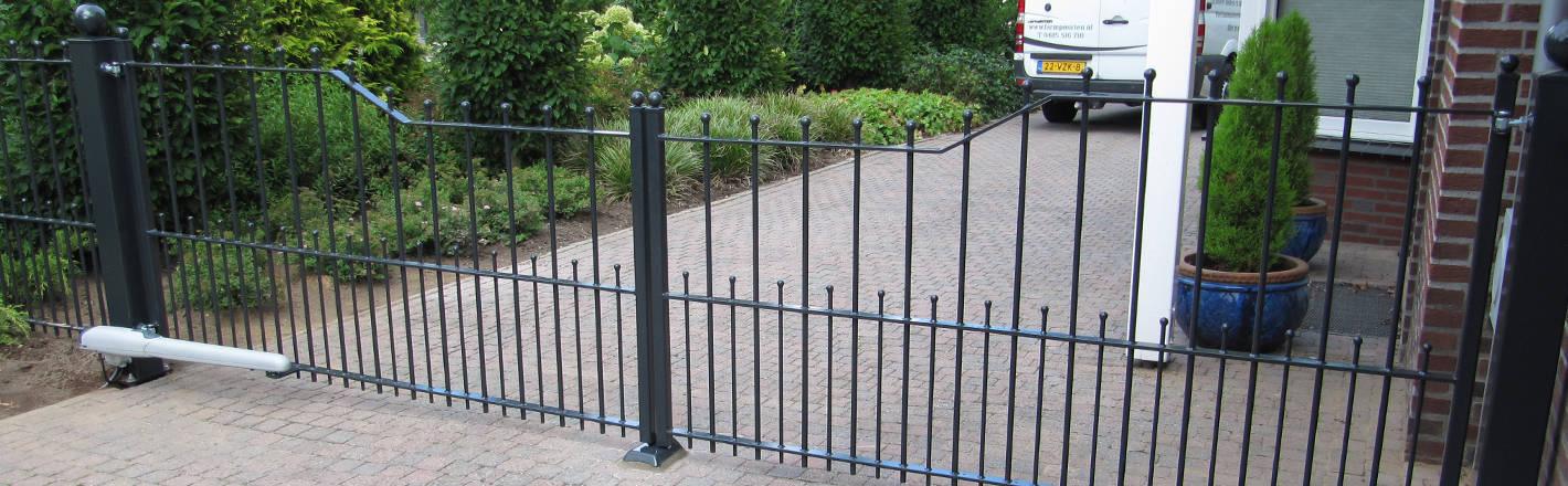 IJzeren poort / toegangspoort met lineaire poortopener - Farm Poorten
