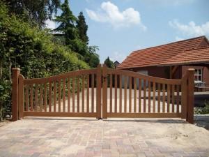 Landelijke houten poort, open model.