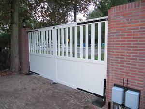 Poort - Houten poort met houten looppoort - toegangspoort met ondergrondse poortopener - Farm Poorten
