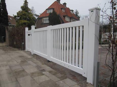 Poort - Houten open poort met houten tuinpoort - toegangspoort met lineaire poortopener- Farm Poorten