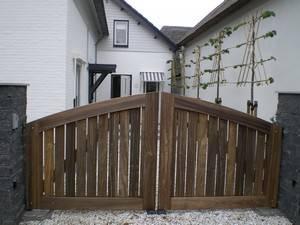 Poort - Open houten inrijpoort met ondergrondse poortopener - Farm Poorten