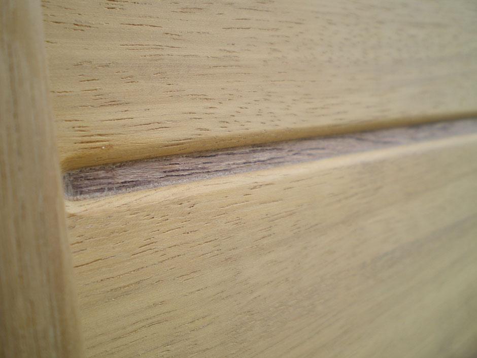 Ambachtelijk vakmanschap bij bewerken houten Iroko poorten