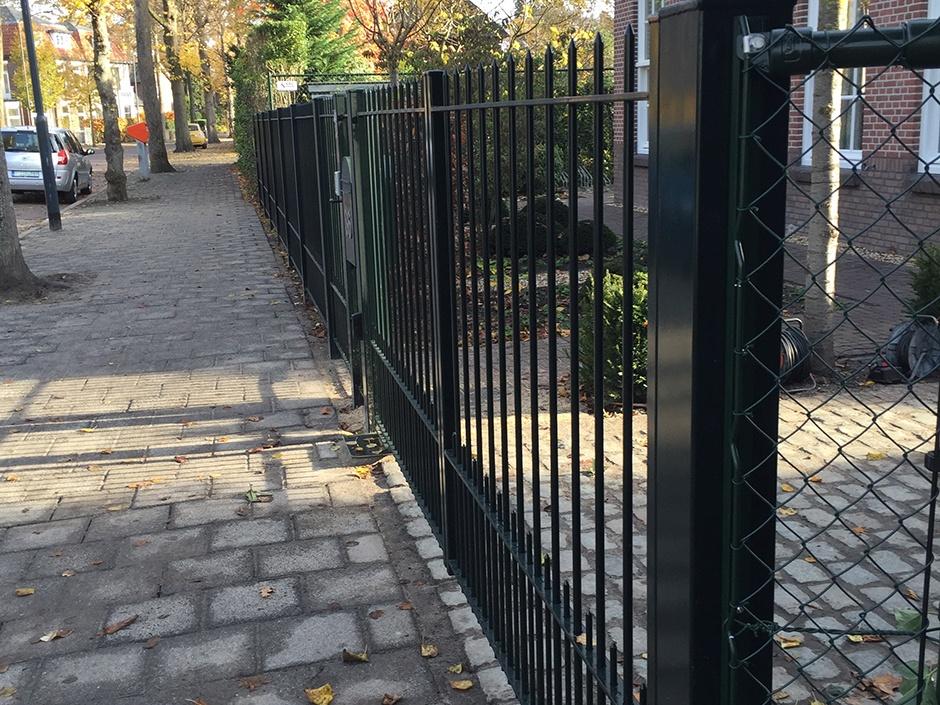 Smeedijzeren poort, ijzeren poort van massief staal. Poort, hek en hekwerk van ijzer, maatwerk Farm Poorten.